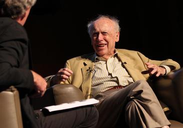 James Watson, en la conferencia que impartió en Dublín durante el Euroscience Open Forum de 2012. Imagen: SINC.