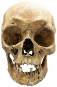 El nuevo método para deducir el color de pelo y de ojos a partir de muestras forenses recientes también puede ser usado para identificar estos detalles a partir de restos humanos antiguos. (Foto: Arkadiusz Wrebiak, Wojciech Branicki y Manfred Kayser)