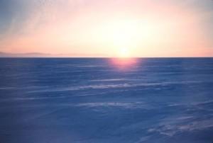 Amanecer en el Ártico. (Foto: Harley D. Nygren, NOAA Corps)
