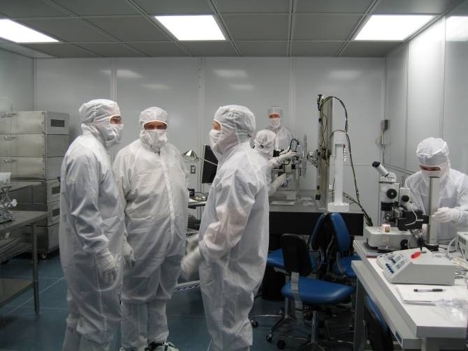 En los centros espaciales se aplican medidas extremas para evitar contaminaciones, tanto en muestras de material extraterrestre traídas a la Tierra por naves, como en los vehículos que se pretende enviar a otros astros. (Foto: NASA)